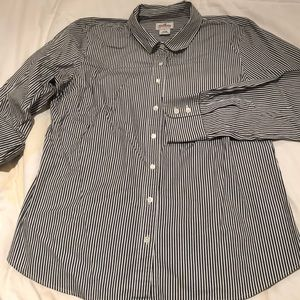 Tailored striped shirt in a stretchy fabric.